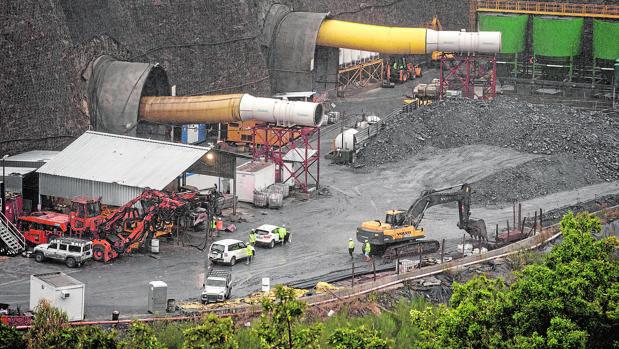 Vista general de las obras del AVE en el túnel de O Corno, en Laza (Orense)