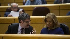 Álvaro Nadal junto a la ministra Fátima Báñez
