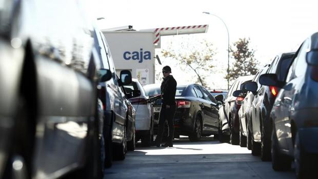 El Tribunal Constitucional falla contra el decreto ley que ampara las gasolineras desatendidas