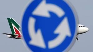 El Gobierno italiano nombra tres administradores para intentar salvar Alitalia