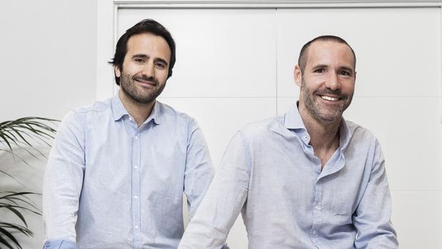El madrileño Álvaro Luna (izda) y el valenciano Tono Brusola (dcha), fundadores de Housers