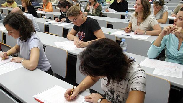 Imagen de archivo del examen de unas oposiciones en Valencia