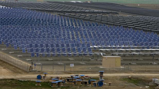 Los tres miembros del tribunal que conden a espa a por - Placas solares en sevilla ...