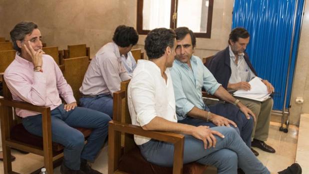 Hemeroteca: El fiscal pide siete años de cárcel para los seis hijos de Ruiz-Mateos | Autor del artículo: Finanzas.com