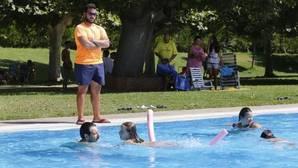 El uso de las piscinas es un factor habitual de polémicas vecinales