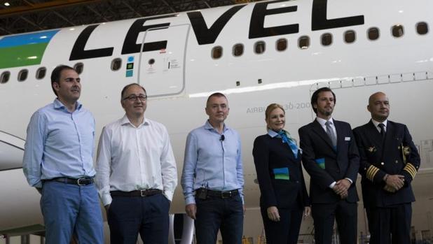 La marca low cost level despega con un vuelo directo de for Vuelos de barcelona a paris low cost