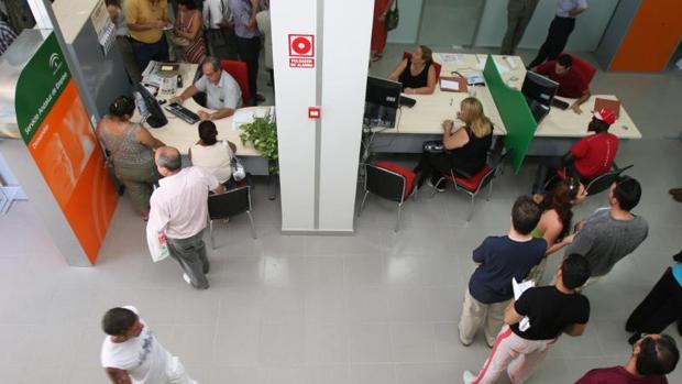El paro baja en personas y se crean empleos en mayo - Oficina de empleo navarra ...