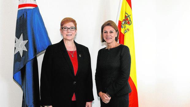 La ministra Cospedal, con su homóloga australiana, Marise Payne