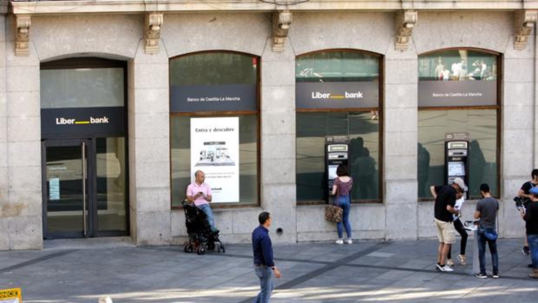 Liberbank cae un 18 32 en bolsa tras el rescate de popular for Banco popular bilbao oficinas
