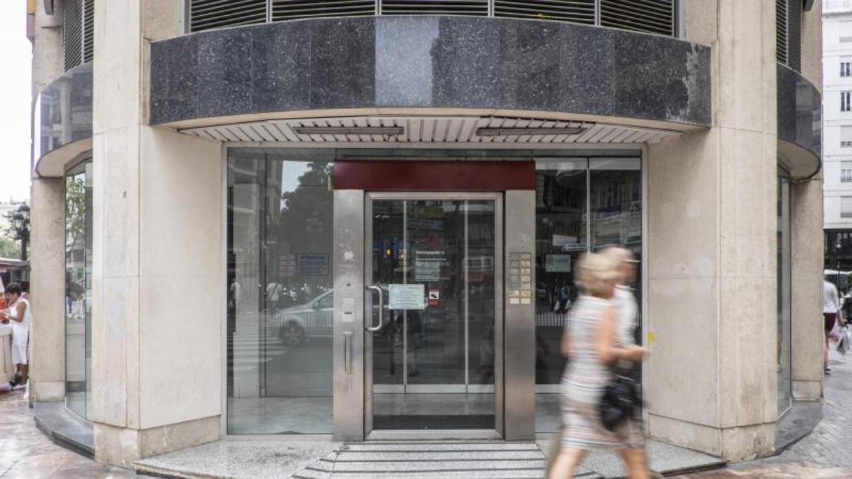 La banca online s pero tambi n banca presencial for Oficina de registro barcelona