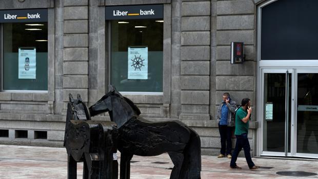 Liberbank cae un 13 en bolsa tras dispararse el lunes for Oficinas liberbank oviedo