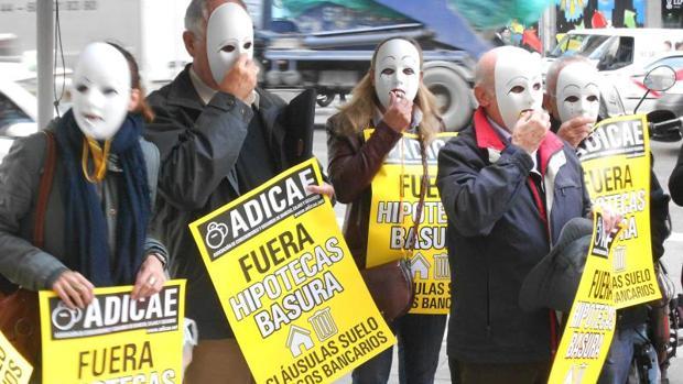 Protesta de la asociación de consumidores Adicae