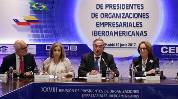 El presidente de la Organización Internacional de Empleadores (OIE), Erol Kiresepi, la secretaria de Estado de Comercio, Marisa Poncela, el presidente de la patronal CEOE, Juan Rosell y la secretaria general Iberoamericana, Rebeca Grynspan, durante la Reunión de Prsidentes