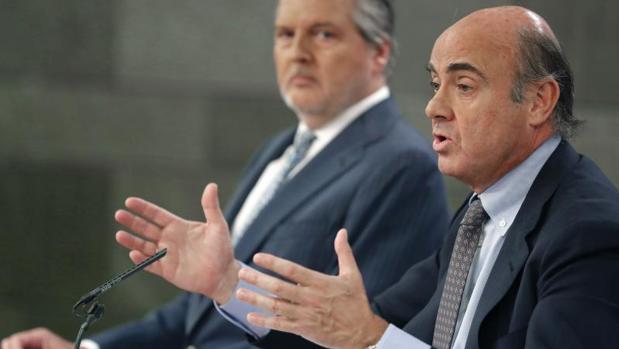 El ministro de Economía, Luis de Guindos, durante una rueda de prensa