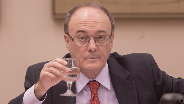 El gobernador del Banco de España, Luis Linde, en el Congreso
