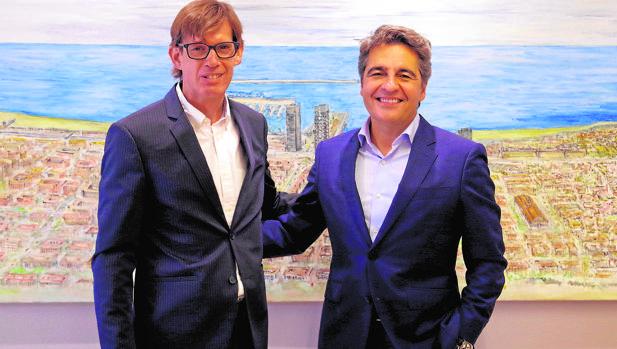 Ramón Martín (derecha) CEO Ricoh Iberia y Ernest Companys (izquierda), director general de Techno Trends