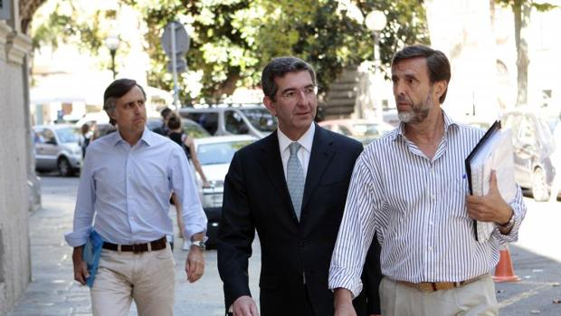 Hemeroteca: El fiscal pide prisión sin fianza para los seis hijos de Ruiz-Mateos condenados por estafa | Autor del artículo: Finanzas.com