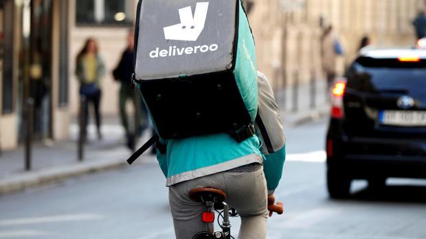 Un «rider» de Deliveroo