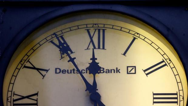 Reloj en la sede de Deutsche Bank en Wiesbaden (Alemania)