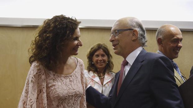 La consejera andaluza María Jesús Montero, junto al ministro de Hacienda, Cristóbal Montoro