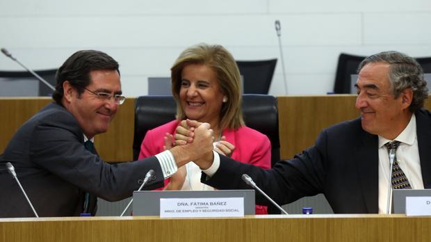 Garamendi, la ministra Báñez, y Rosell, en un reciente acto