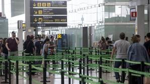 Imagen de los controles de seguridad de El Prat este jueves