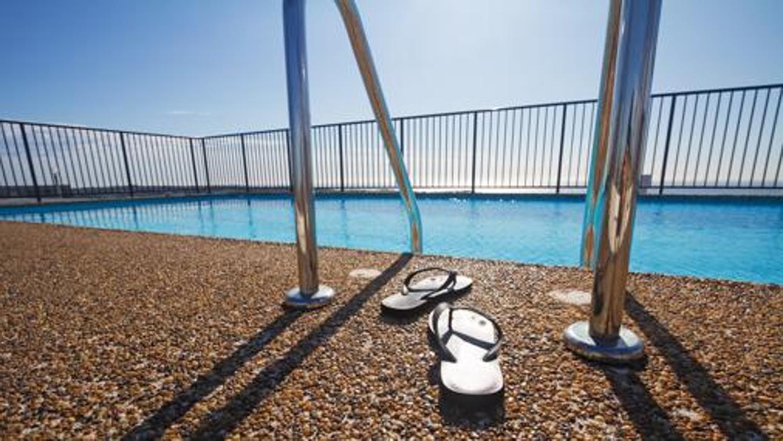 Los pisos con piscina un 43 m s caros for Pisos con piscina en sevilla