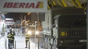 La Unidad Militar de Emergencias (UME) intervino en los aeropuertos durante el cierre del espacio aéreo en 2010