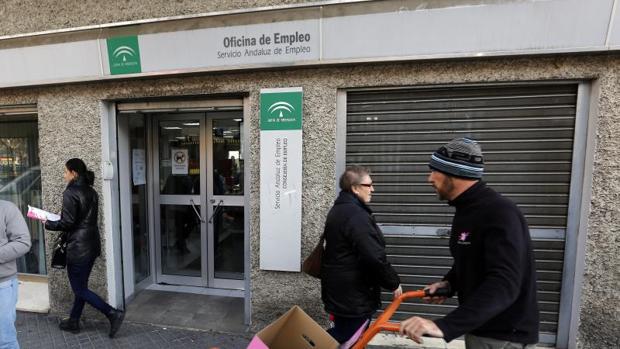 La seguridad social pierde afiliados extranjeros en for Oficina de correos cordoba