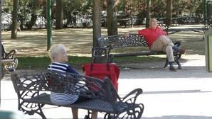 Jubilados en un parque de Córdoba