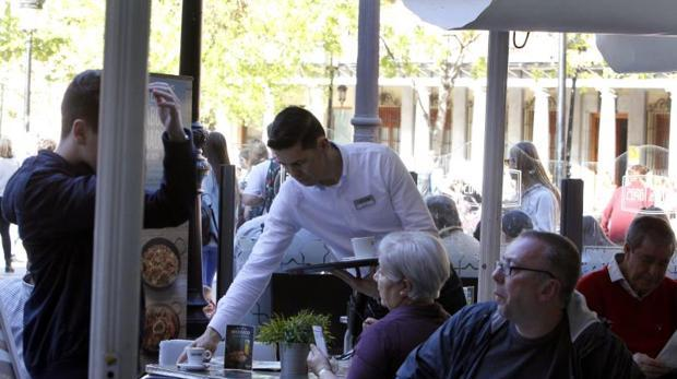 Los salarios de los españoles cayeron un 0,7% durante la crisis, según el INE