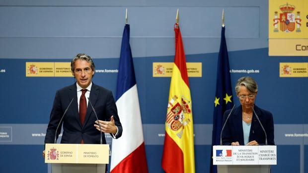 El ministro de Fomento, Íñigo Gómez de la Serna, se reúne con la ministra de Transportes de Francia, Élisabeth Borne