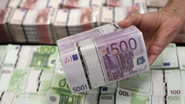 Fajo de billetes de 500 euros en el Banco Nacional de Austria