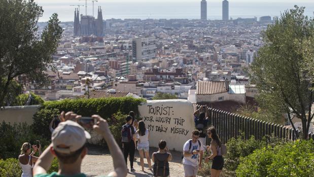 Pintadas contrarias al turismo en Barcelona