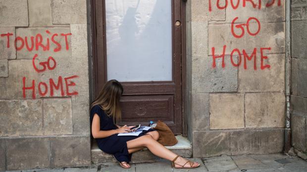Pintadas contra el turismo en Barcelona