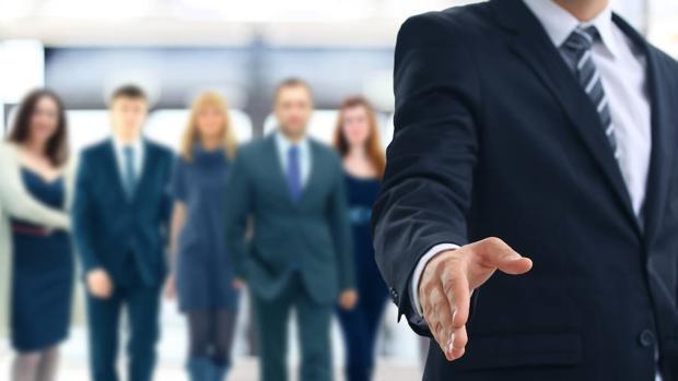Un reclutador dedica una media de un minuto a ver un currículum