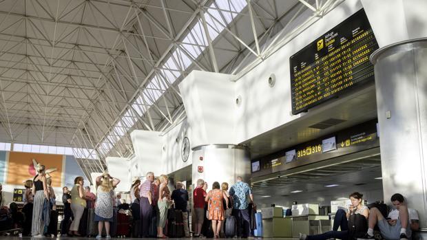 Pasajeros reubicados de la aerolínea Monacrh