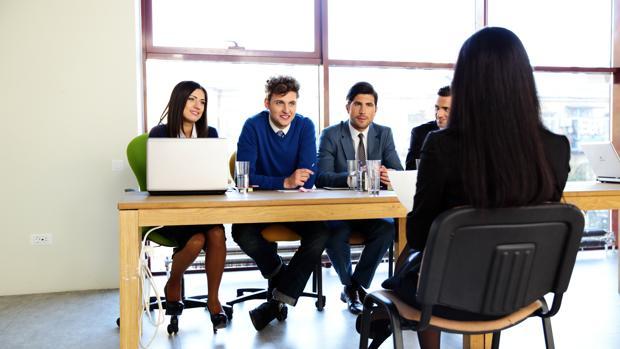 La entrevista de trabajo individual ya no cuenta con tanto peso