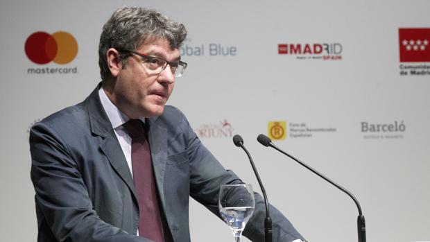 El ministro de Turismo, Álvaro Nadal, ofrece una conferencia