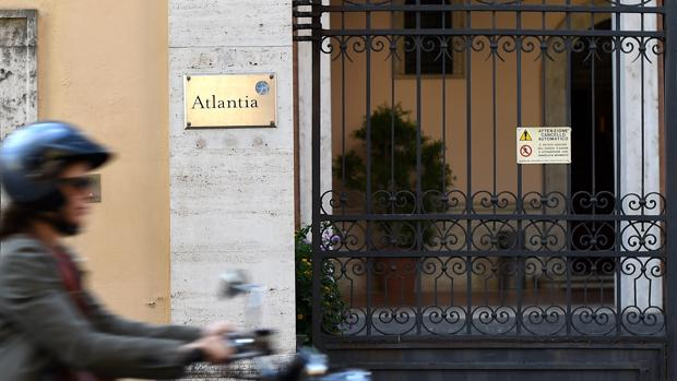 Hemeroteca: Abogacía del Estado estudia si la opa de Abertis exige permiso del Gobierno | Autor del artículo: Finanzas.com