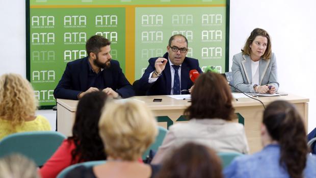 Lorenzo Amor (centro de la imagen) propone varias cuotas para los autónomos cuyos ingresos se sitúan por debajo de la base mínima de cotización
