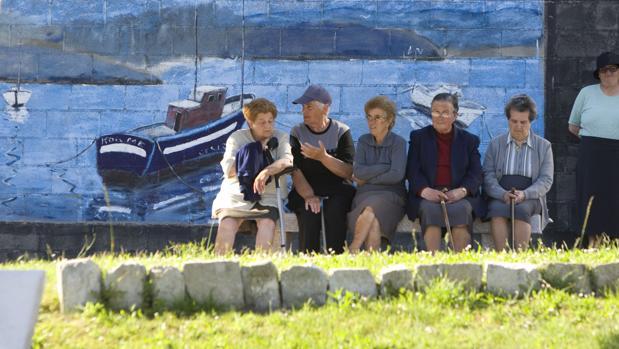 Jubilados en el municipio de Corme, en La Coruña