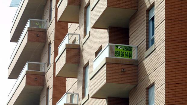 La agencia reconoce la recuperación del mercado inmobiliario español