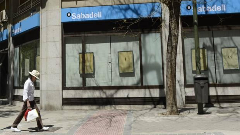 El sabadell cerrar 53 oficinas este mes para completar el for Oficinas sabadell madrid