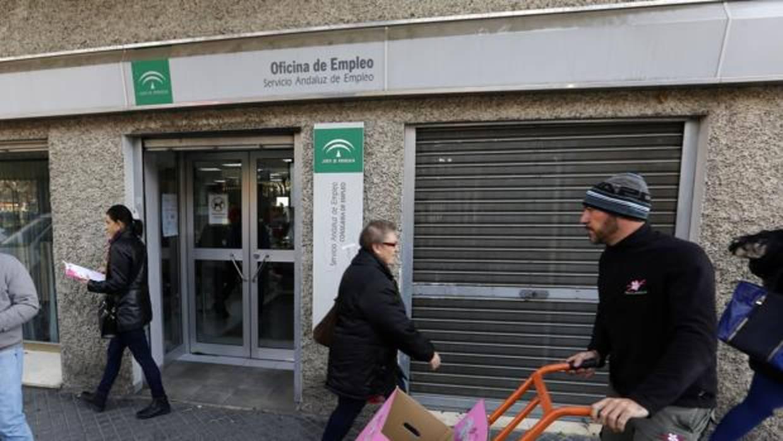 Empleo propone un contrato temporal con despido m s caro for Oficina de empleo sevilla