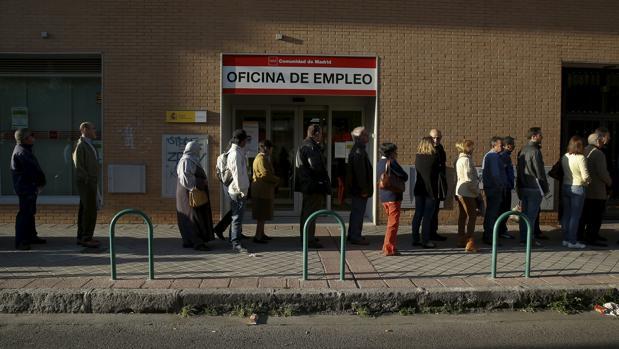 CEOE y PSOE, contra la reforma que encarece el despido de temporales