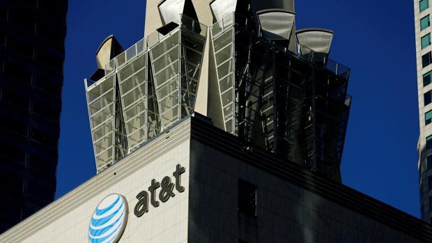 La operación crearía un gigante en el sector de las telecomunicaciones y los medios