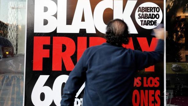 Cartel de descuentos por el «Black Friday»