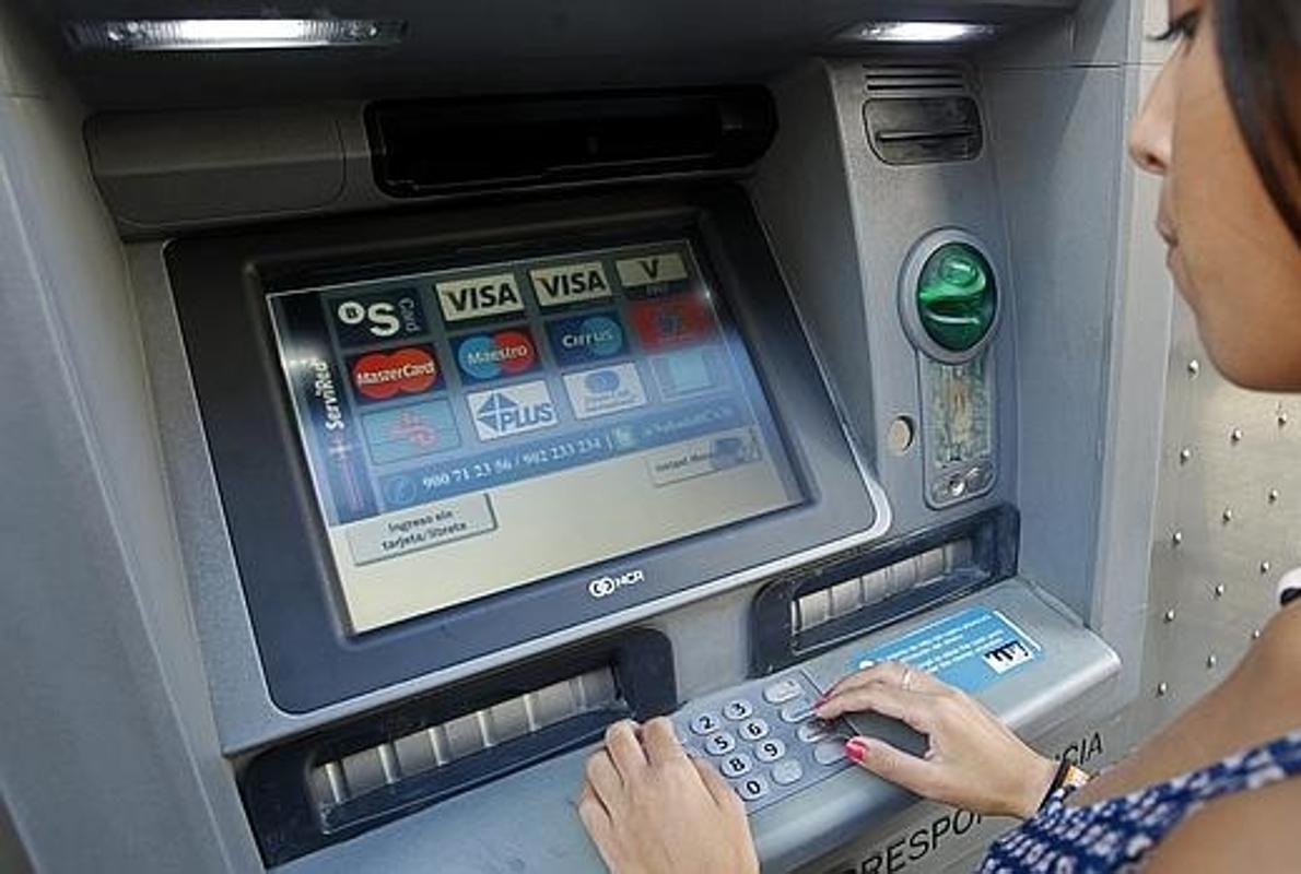 La banca deber abrir una cuenta b sica con comisiones for Cajeros santander sevilla