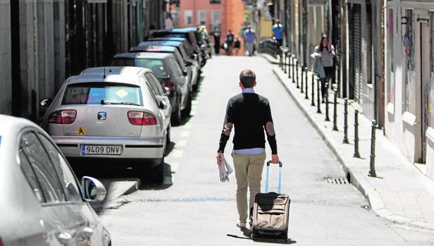 Hemeroteca: Las comunidades de vecinos, maniatadas con los pisos turísticos   Autor del artículo: Finanzas.com